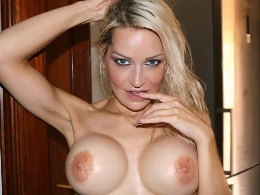SexyJacky nackte Titten